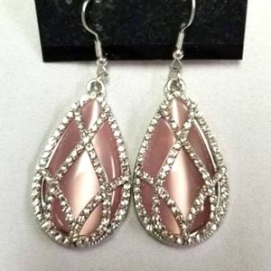 🔥2/$30🔥 Crawling With Couture Pink Earring